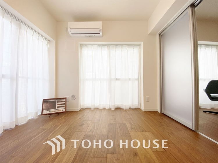 【Private room】光に包まれるように設計された空間。太陽の光が爽やかな目覚めを誘い、良い一日を予感させてくれます。