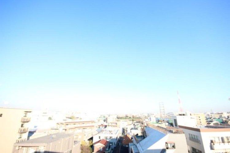 朝の澄んだ空気や、夕方に吹く清々しい風を感じられるバルコニー。
