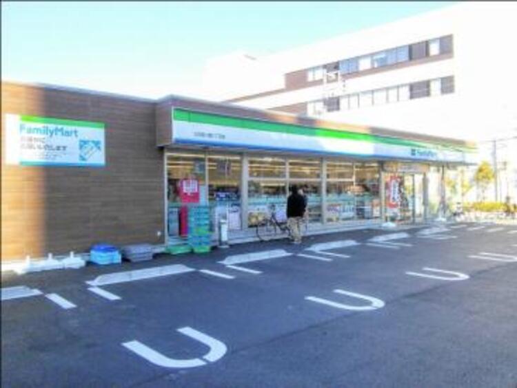 ファミリーマート大田南六郷三丁目店まで400m。「あなたと、コンビに、ファミリーマート」 「来るたびに楽しい発見があって、新鮮さにあふれたコンビニ」を目指してます。