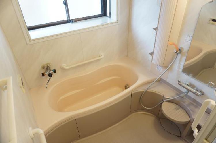 ゆったりとした1坪タイプの浴室で、一日の疲れが癒されます。
