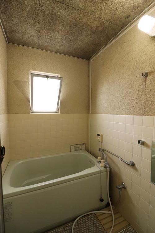 窓のある浴室で換気しやすいです!