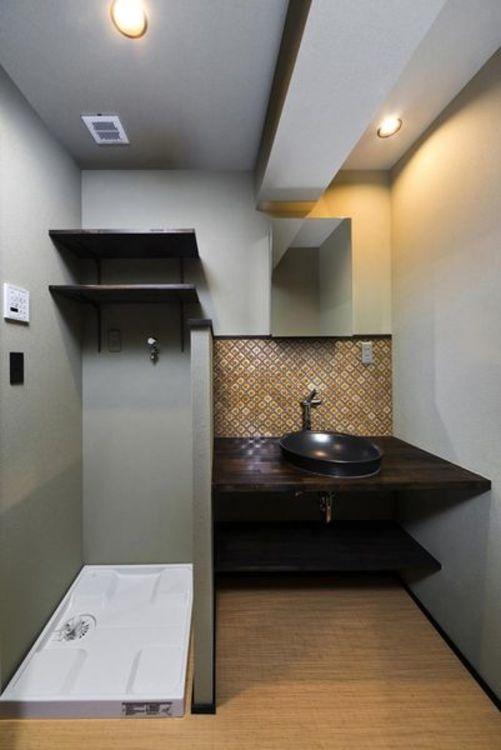 「洗面室」ランタンタイルがアクセントの洗面台。オリエンタルな雰囲気でアンティーク調、アジアンテイス…