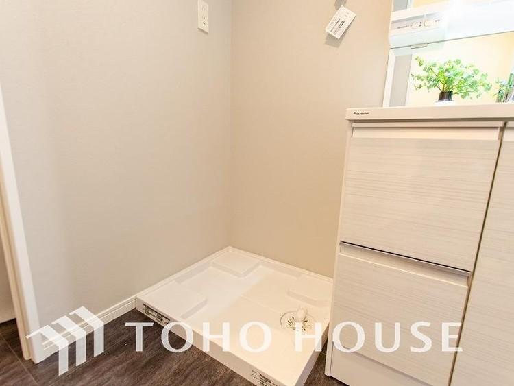 清潔感のあるカラーで統一されたランドリースペース。気持ちの良い空間で家事もはかどります。
