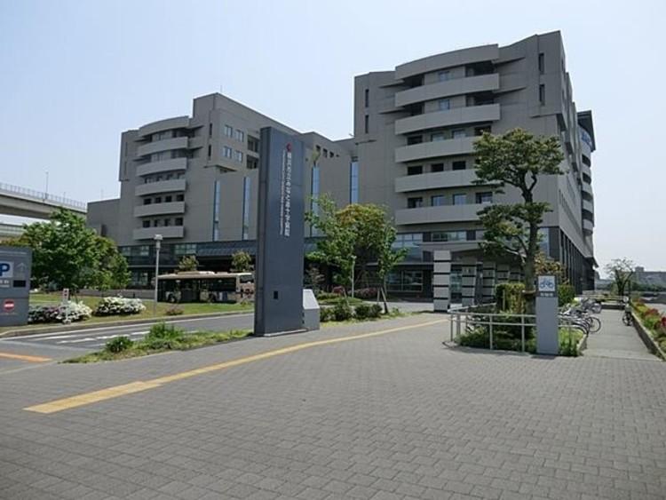 横浜市立みなと赤十字病院(2005年に開院された総合病院。病床数は634床。救命救急センター、母子周産期医療センター、災害医療など多機能な中核病院として機能しています。)