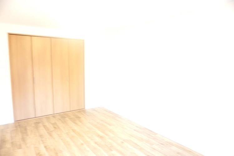 約7帖の洋室です。主寝室にぴったりですね。