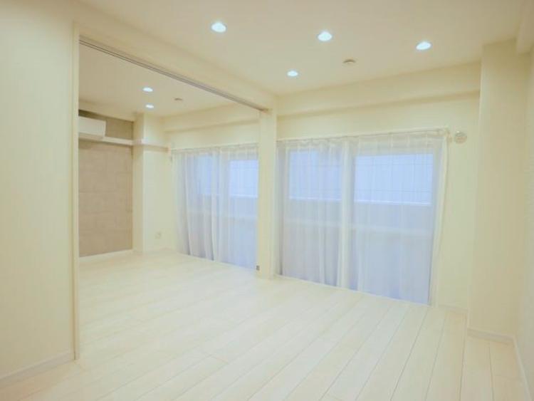 自由を楽しむやすらぎのプライベートルーム。開口部が広く、ゆったりとくつろげます。