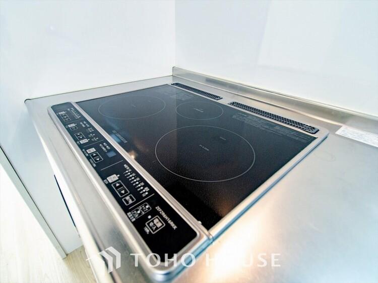 IHクッキングヒーターを使っての調理は、火を一切使わないので、とても安全です。