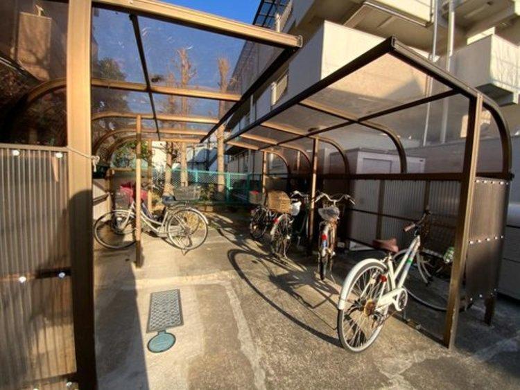 自転車置き場は庇があるので、自転車が傷みにくいのがうれしいですね。