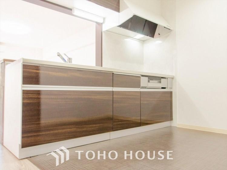 ご家族みんなで調理ができる位のスペースを実現したキッチン空間となっております。
