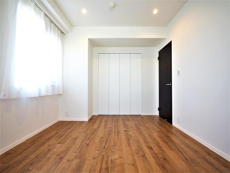各居室にはクローゼットを完備。家具の買い足しを最小限に抑えて、お部屋をゆったりと広く快適に使えます。