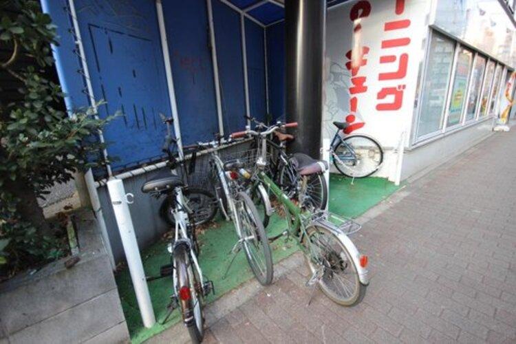 きちんと整備された駐輪場。住む方の心遣い、管理体制の良さが表れております。