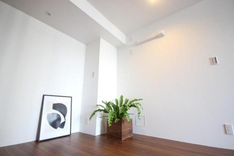 リビングに隣接する居室。引き戸を開け放てば2部屋が一体となり広々と快適空間が生まれることで、家族が集まりやすくなります。