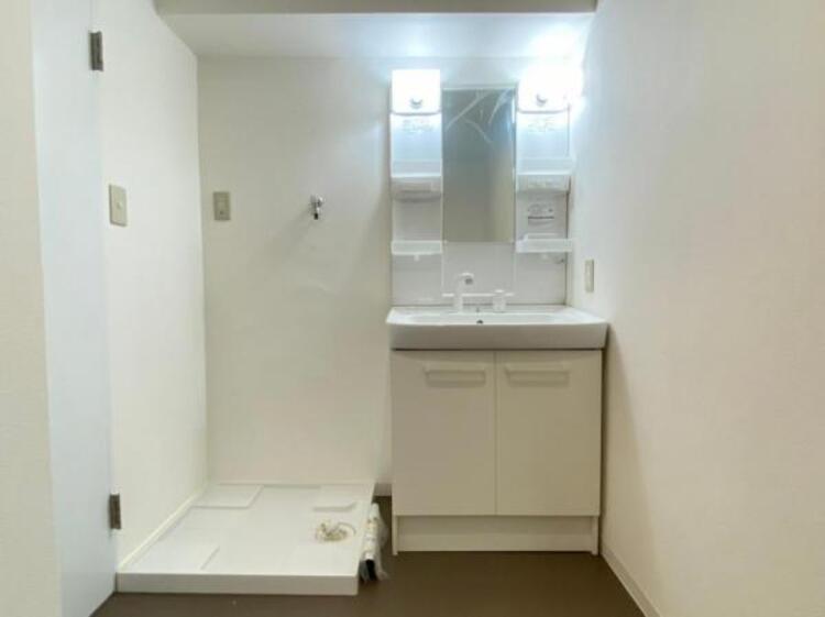 一日の始まりと終わりは洗面化粧台から。清潔感と機能性を備えたパウダールームです。
