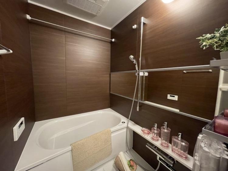 1日の疲れを癒すお風呂は、ストレスなく使える空間に。心地よい空間でバスタイムをお過ごしください。