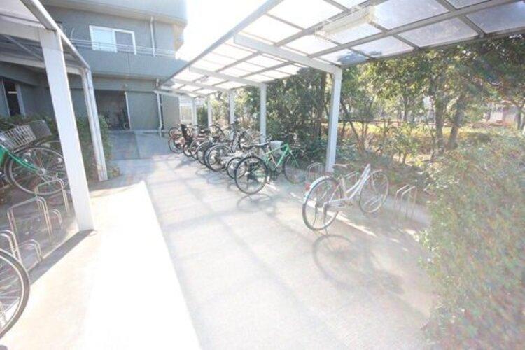 駐輪場には、バイク置き場も併設されております。