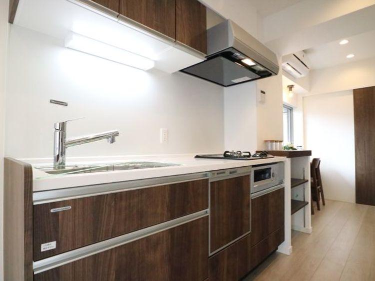 プライベートスペースを彩るインテリアとしての美と快適な日常を支える機能性がひとつになったキッチン。