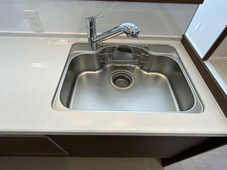 キレイなお水がいつでも、安心して飲める浄水機能付水栓。水栓のデザインもオシャレ。