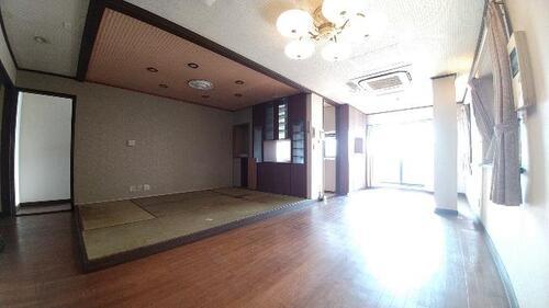 久喜市青毛1丁目 中古 5LDK+納戸+店舗の物件画像