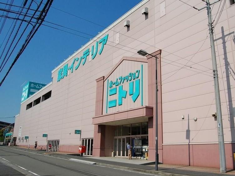 ニトリ港北ニュータウン店(「お、ねだん以上」の豊かな暮らしをお手伝い。大型家具からインテリア用品まで揃うホームセンター。)