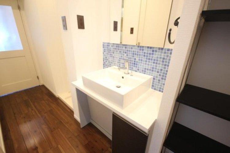 十分な大きさの洗面台は、身だしなみチェックや歯磨きなど、朝の慌ただしい時間でもホテルライクなスペースで余裕とゆとりを感じて頂けます。