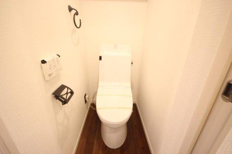 白を基調とした清潔感の高いお手洗い。