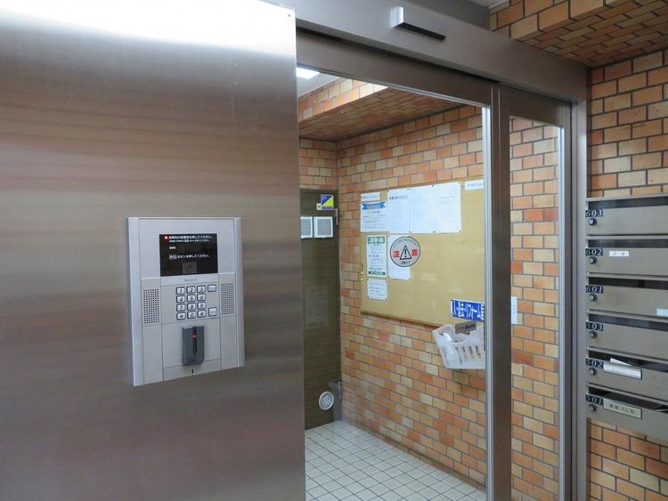 共用部には、セキュリティ面に配慮し、防犯カメラが設置されています