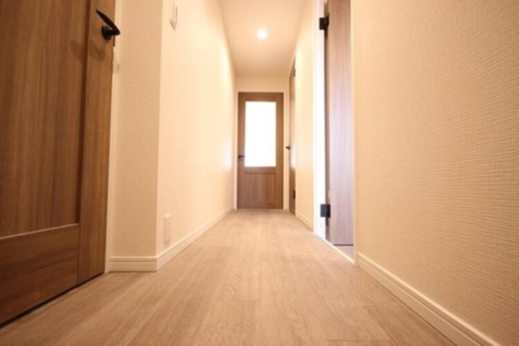新規リノベーション済みで新築同様に生まれ変わった室内を是非直接ご覧下さい。