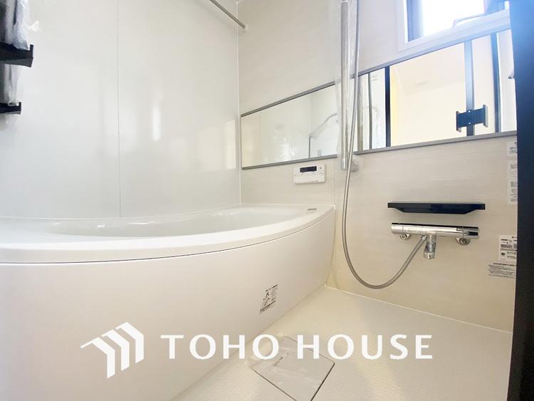 窓の付いたお風呂は換気もバッチリ〜大きなお風呂で足を伸ばしてリラックスタイム