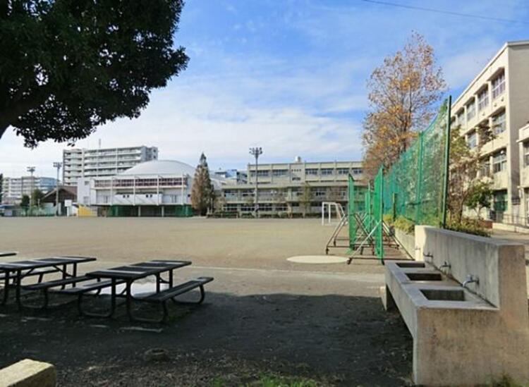 横浜市立日吉台中学校 1300m