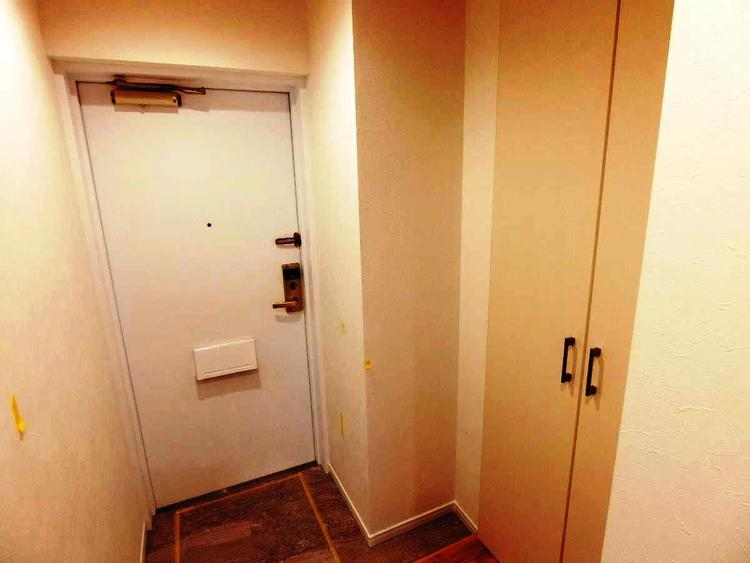 玄関です。シューズボックスがございます。