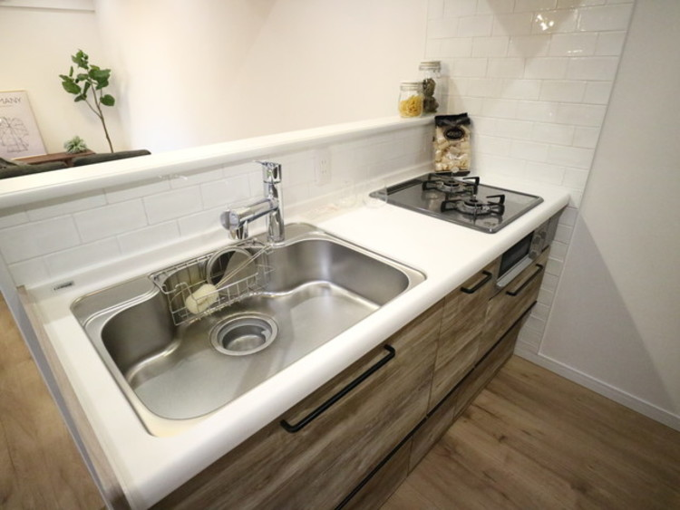 ワークトップが広く、使い勝手に優れたキッチン。手の込んだお料理も効率よく作れます。