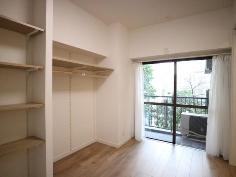 充分な収納スペースを確保。シンプルですっきりとした暮らしが実現しています。