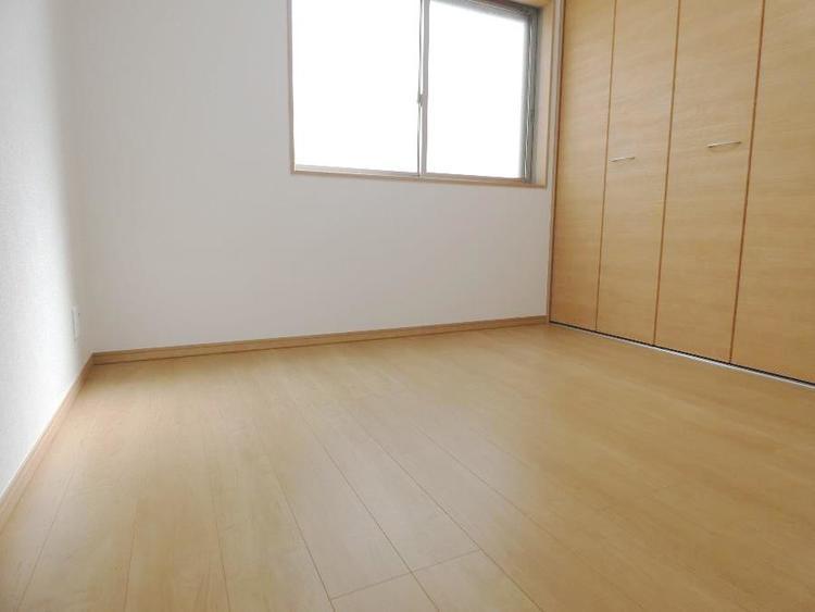 こちらの部屋もクローゼット付きです。