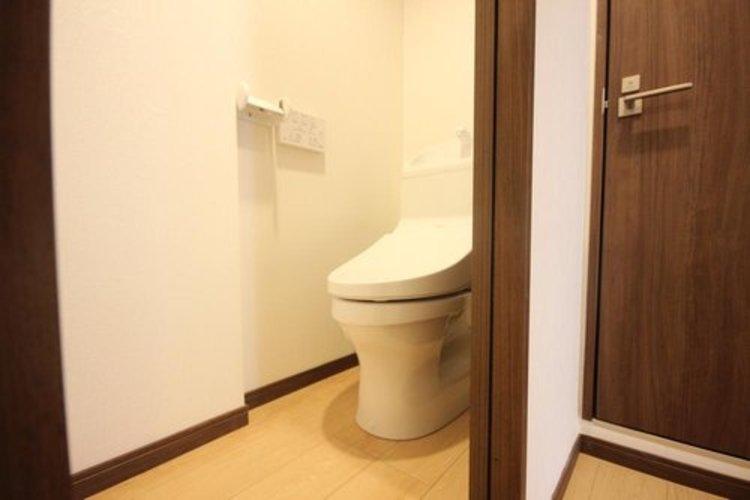 白を基調とした清潔感の高いお手洗い。毎日を快適に。