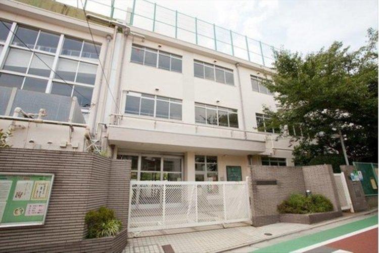 大田区立田園調布小学校まで350m。よく学び、よくあそび、よりよく生きる 田小の子。