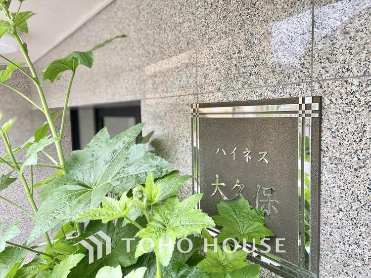 【Livingroom】◆爽やかな空間◆窓をあけるとリビングに通り抜ける清々しく心地よい冷涼なそよ風がこの空間を涼しくしてくれる。風通しの良さは人にとっても家にとっても健康的で気持ちいいものです。