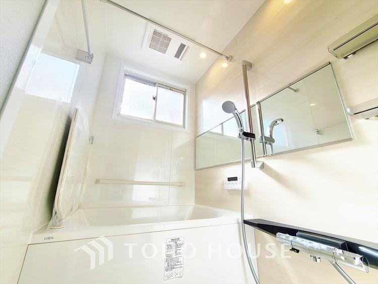 雨に日でも洗濯物が乾かせ、同時に室内を乾燥させる為、カビ、汚れの発生を抑えます。暖房機機能があり冬場は入浴前に暖め可能でとても重宝します。