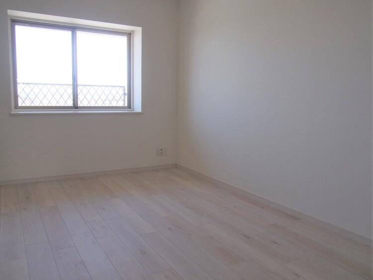 白色を基調とした室内。個性を際立たせてくれます。