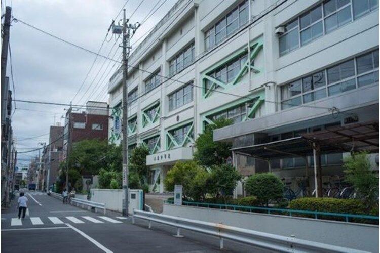 墨田区立本所中学校まで1000m 「かしわの精神」をもち、国際社会の中で活躍できる心豊かでたくましい生徒を育成する。