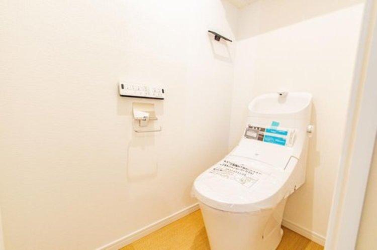 トイレも新規交換。水回りの中でも気になる設備だと思います。安心してご利用ください。