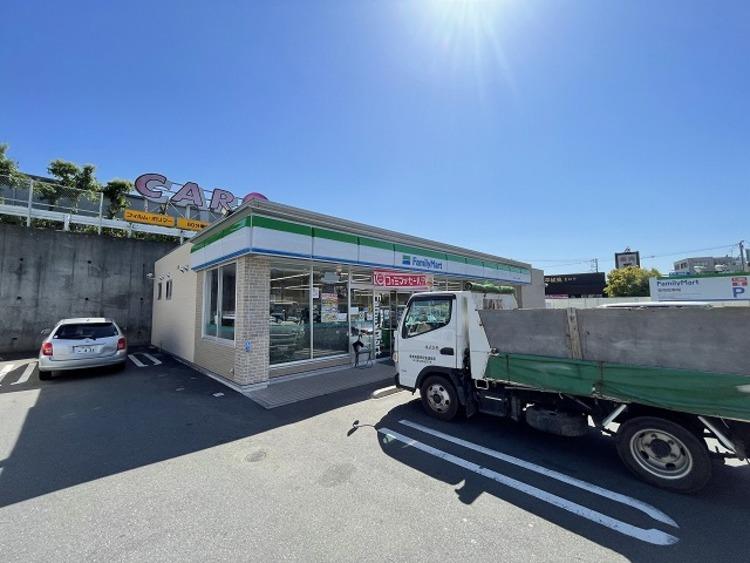 ファミマ 八王子インター店 距離約650m