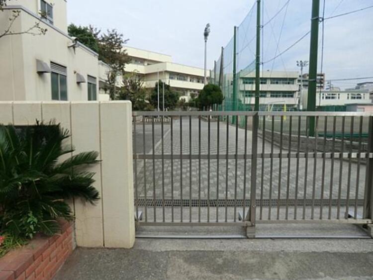 横浜市立鶴見中学校1640m