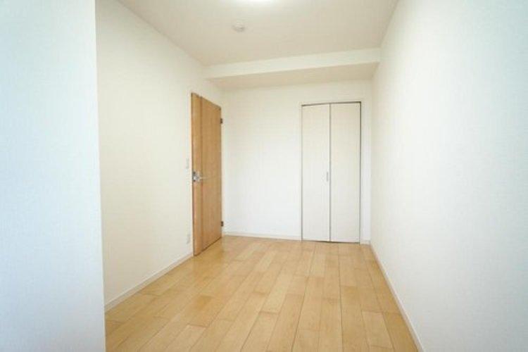 【洋室】約5.0帖 リフォーム済の綺麗な室内♪