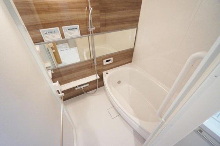 【バスルーム】 浴室乾燥機付きで雨の日も安心♪