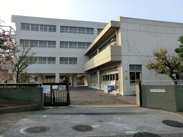 横浜市立領家中学校まで563m