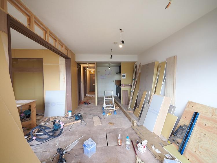 リフォーム中。良好な住環境・ゆとりのある快適な居住空間で新生活のスタート。丁寧なリフォーム工事にて上質な空間に生まれ変わります。