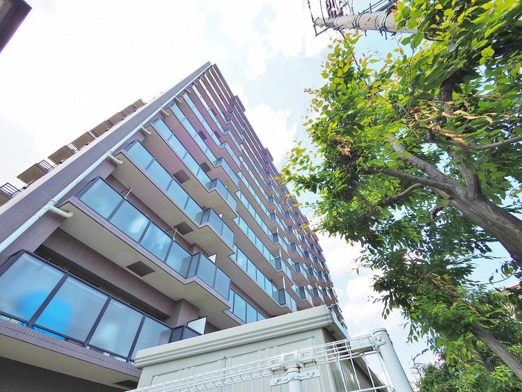 落ち着いた色合いながらも洗練されたデザインが魅力的な「サニークレスト武蔵浦和」