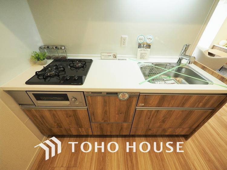 食洗機、浄水機と機能充実のシステムキッチン