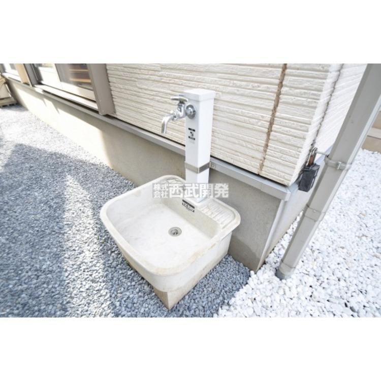 外水栓あり。洗車や植栽への水やりに便利な設備ですね。