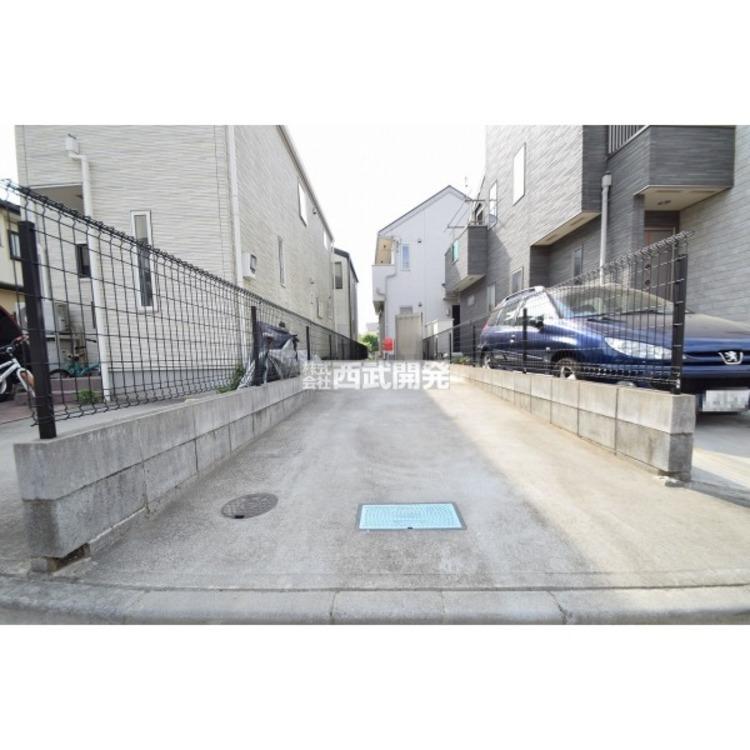 車種により、2台分の駐車が可能なカースペース。